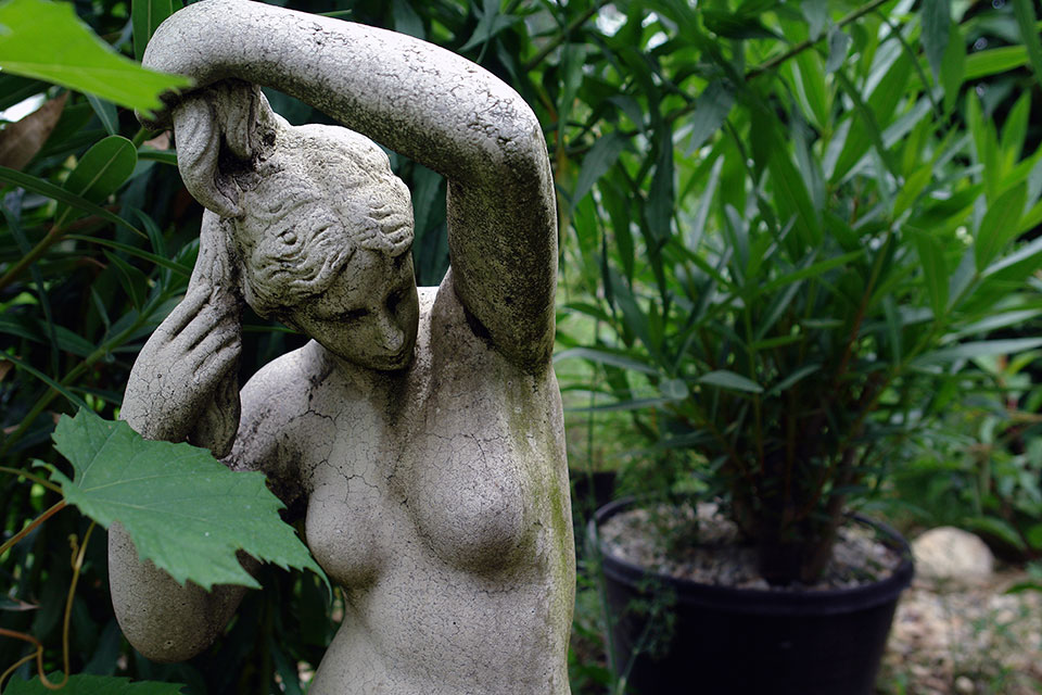 Garden-statue-woman-breast